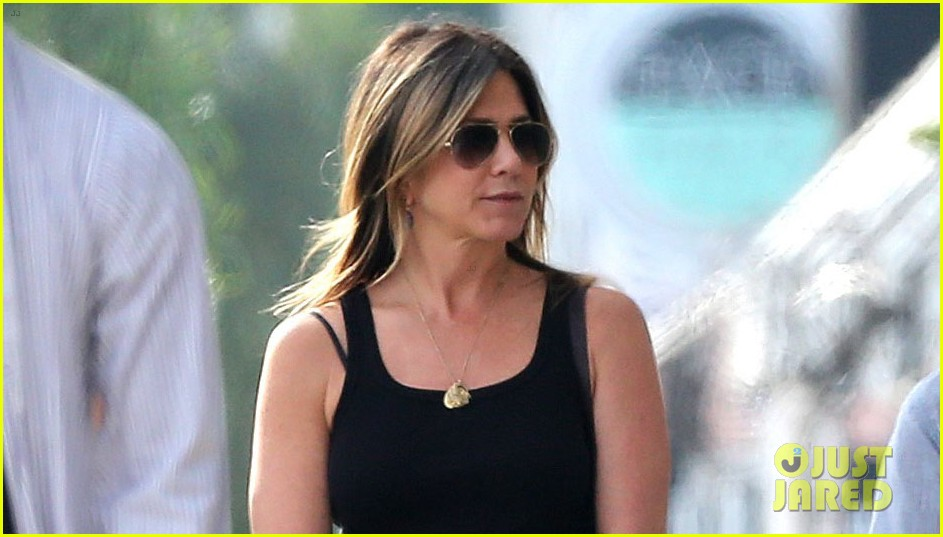 jennifer aniston shops west hollywood 043874103