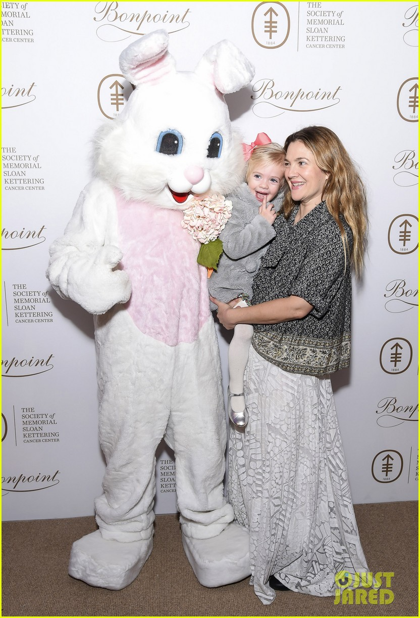 Drew Barrymore's Daughter Frankie Meets the Easter Bunny - Cute Photos ... Drew Barrymore