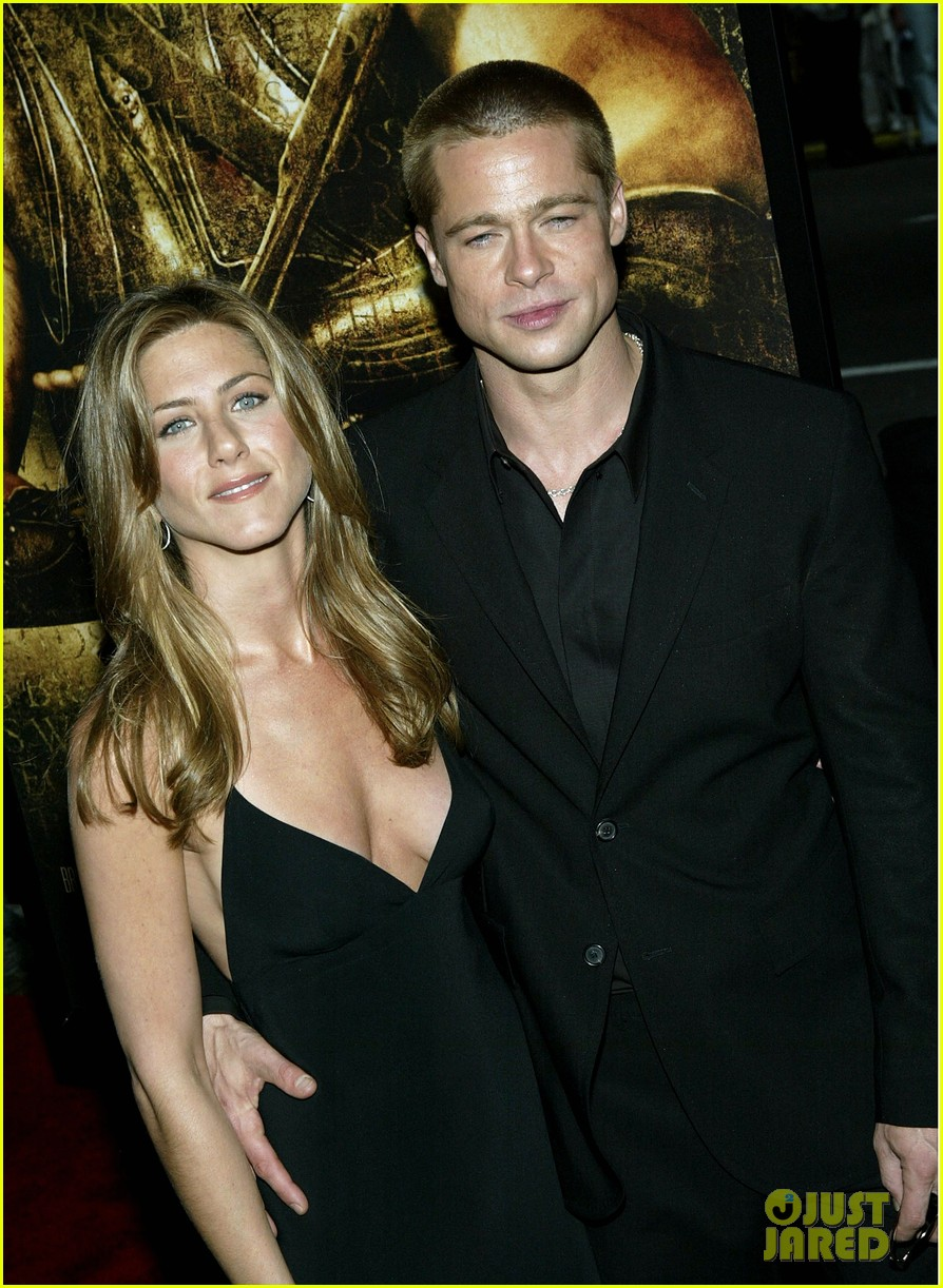 brad pitt jennifer aniston text each other 033868630