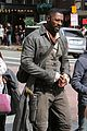idris elba snacks on a hot dog while filming the dark tower in la 05