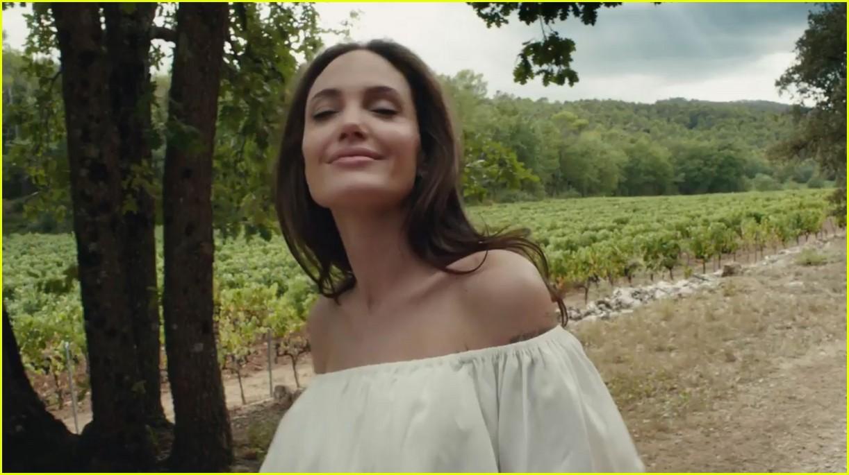 Full Sized Photo of angelina jolie mon guerlain ad 07 ... Angelina Jolie News