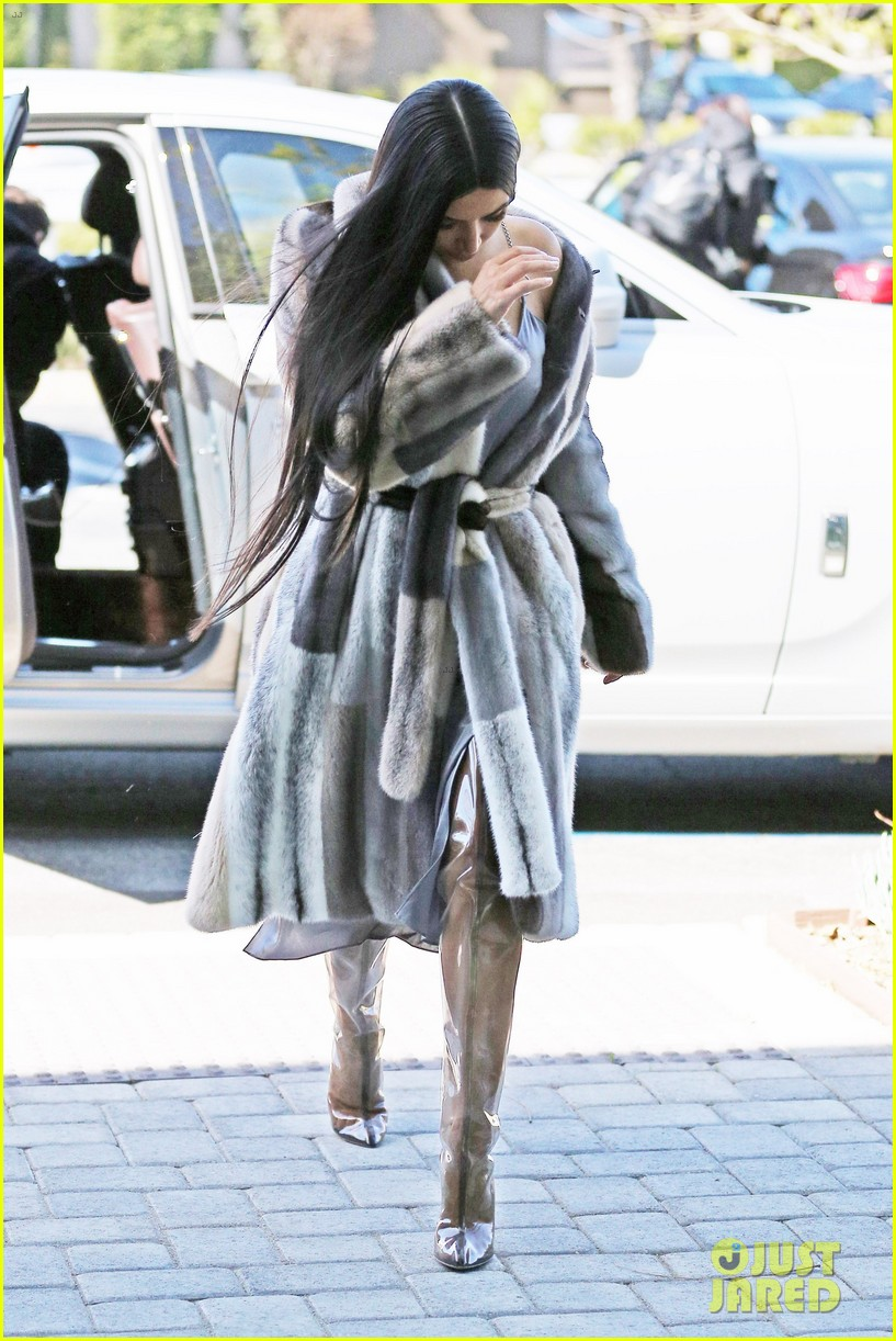 kim k shares bts pic while filming oceans eight with kendall 043871559