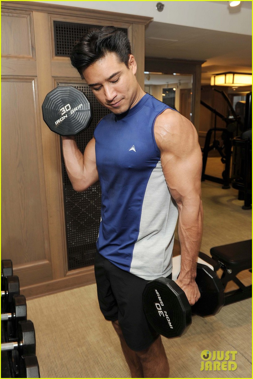 mario lopez puts his muscles to work in these new gym pics 043878376