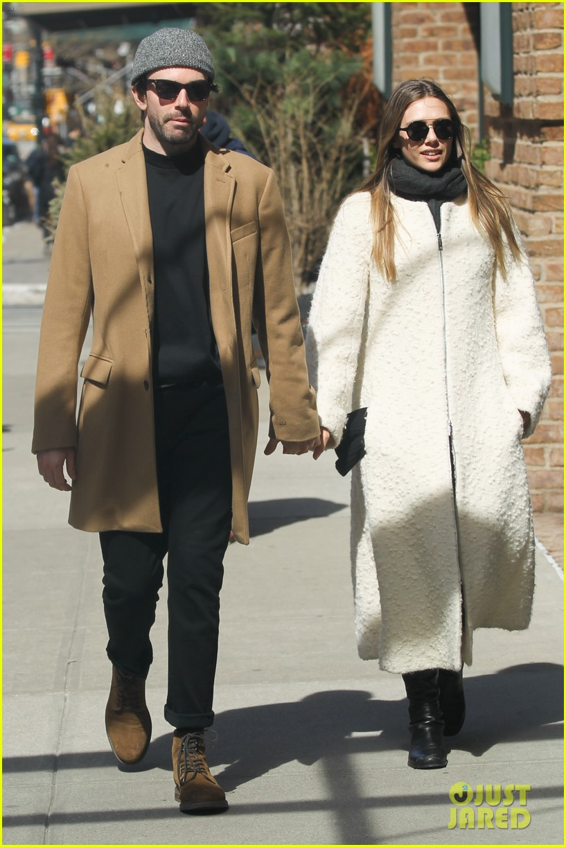 elizabeth olsen holds hands with mystery guy in new york 073876533