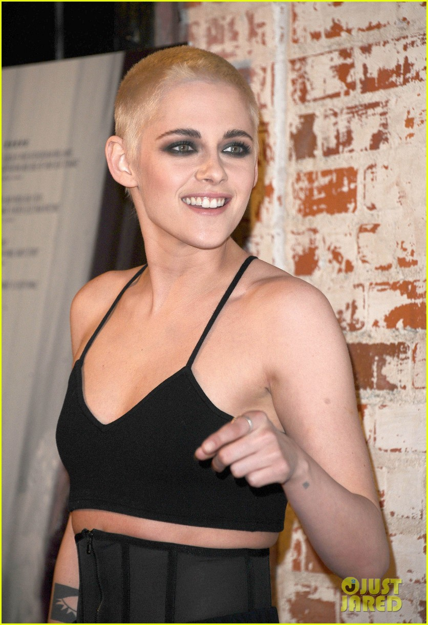 kristen stewart shaves her head bleaches hair blonde 033871192