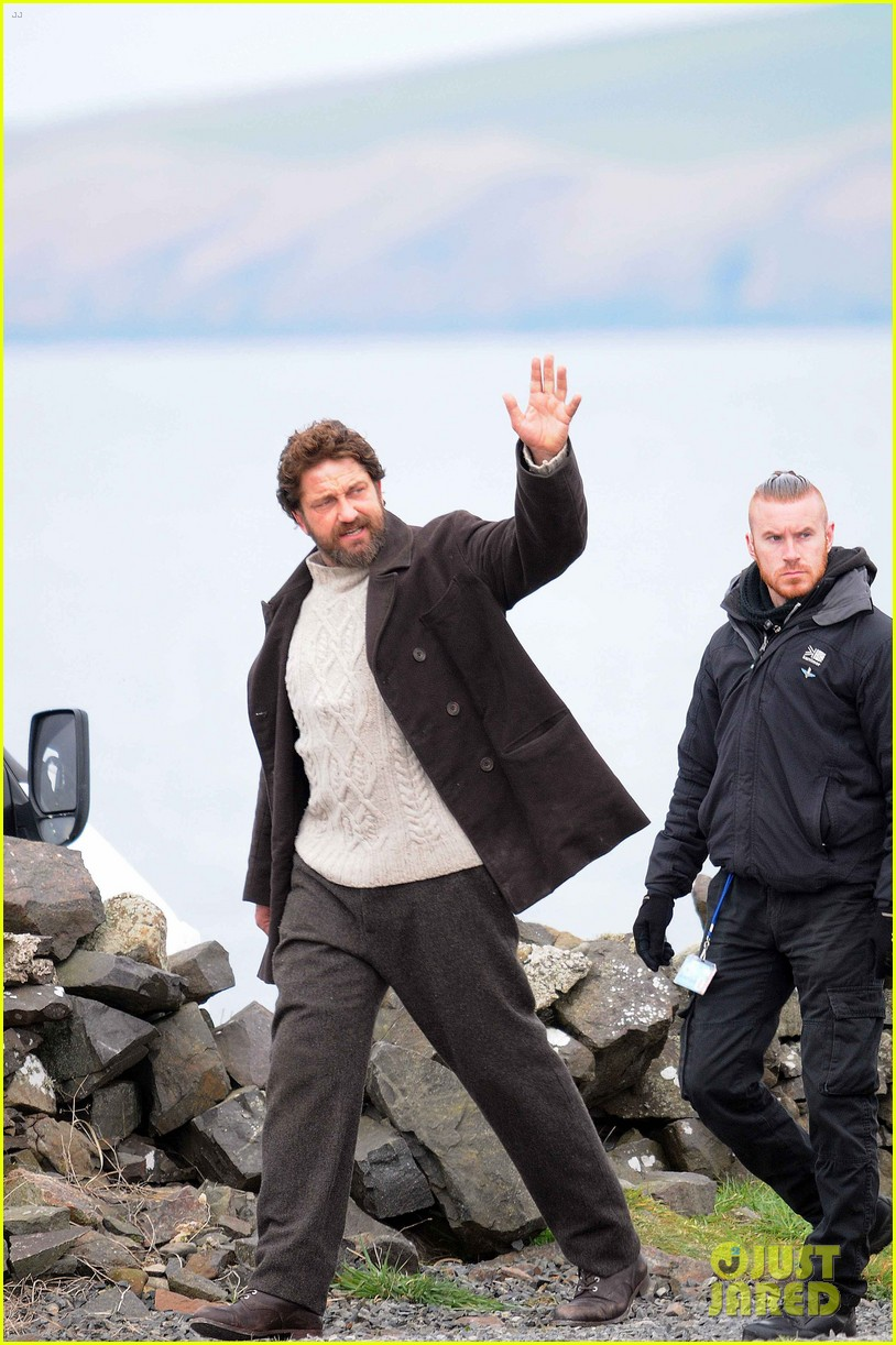 gerard butler continues filming keepers in scotland 023884081