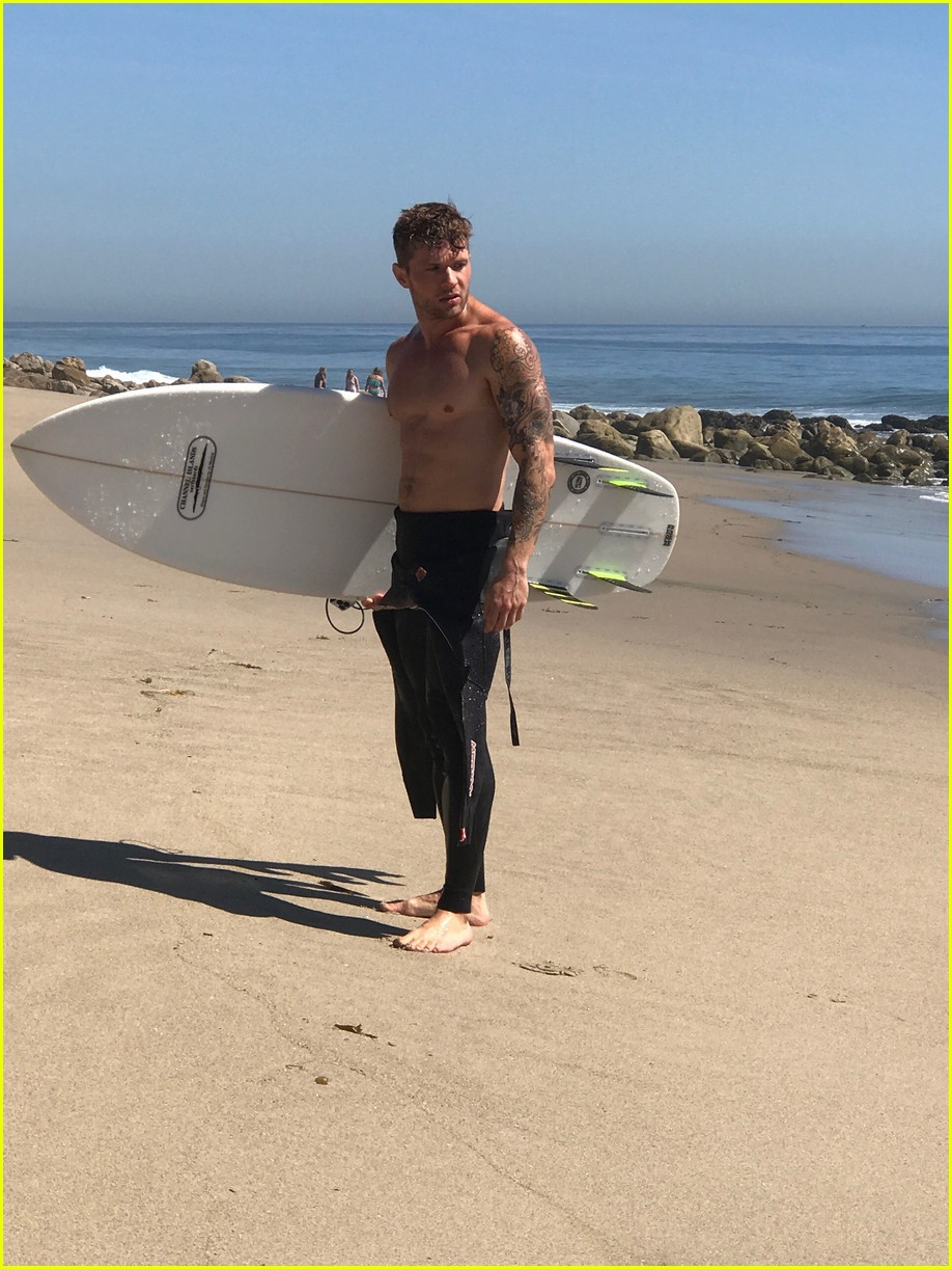 Ryan Phillippe Looks Hotter Than Ever for New Shirtless Beach Shoot ...