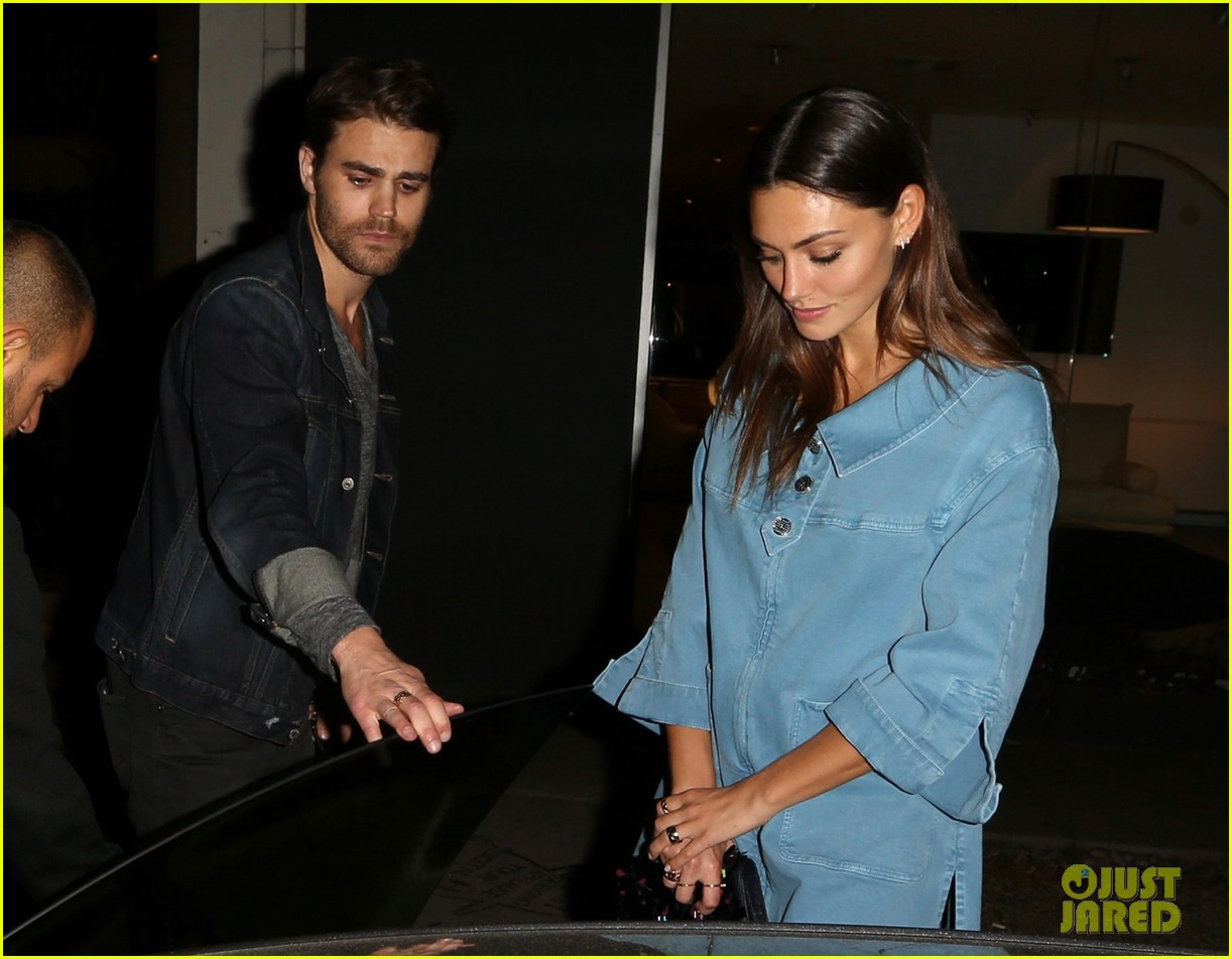 exes paul wesley and phoebe tonkin reunite for dinner in weho3 053883748