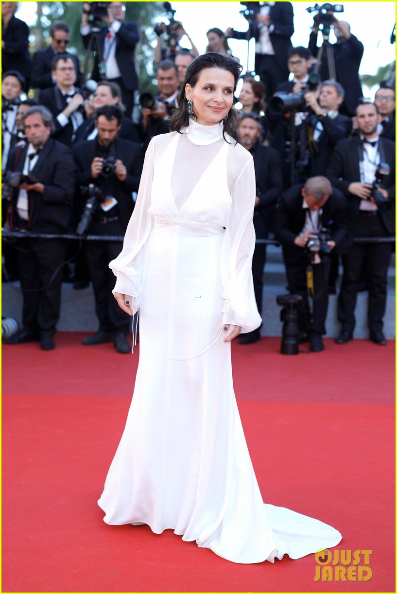 jessica chastain julianne moore continue their fashion fun in cannes 133901615