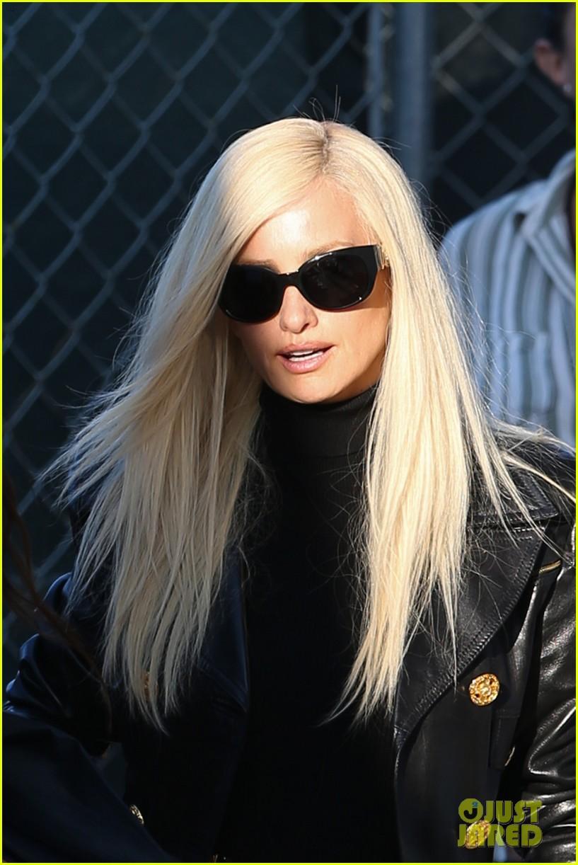 Penelope Cruz as Donatella Versace - First Look 'American ...