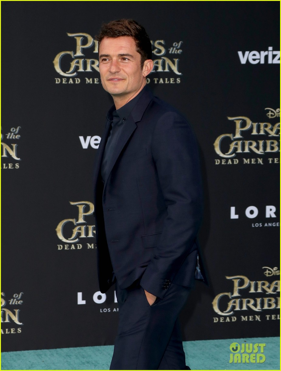 johnny depp orlando bloom premiere pirates in hollywood 113901314