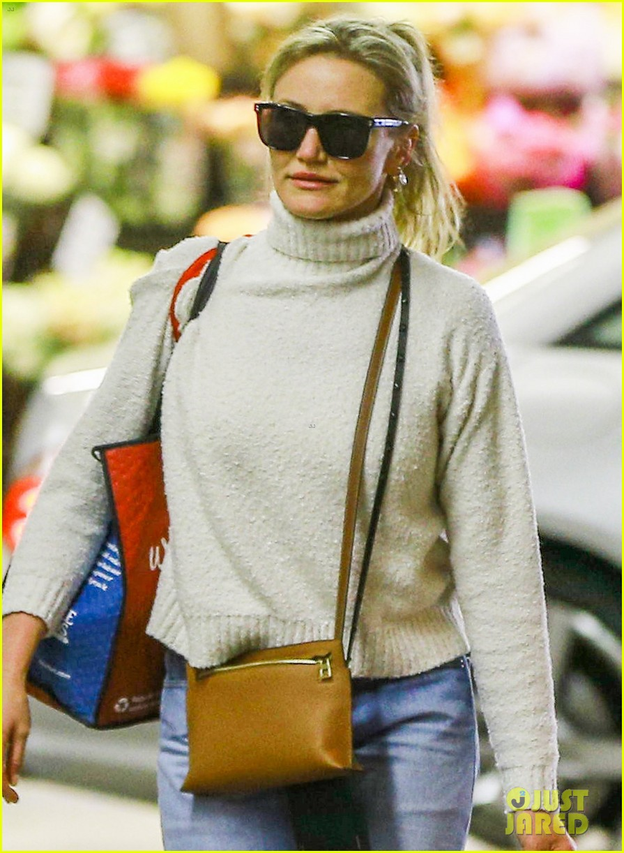 cameron diaz stocks up on groceries in beverly hills033901351