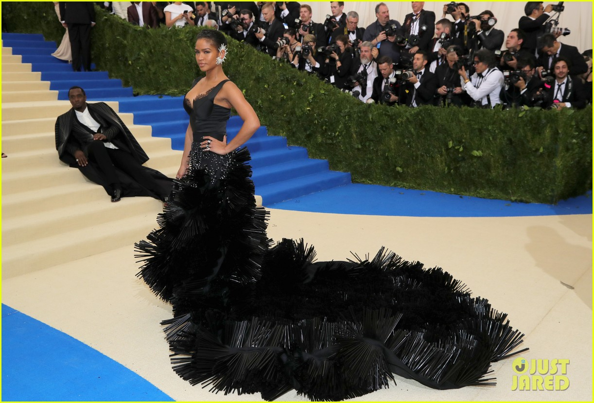 diddy explains why he laid on met gala stairs 043894221