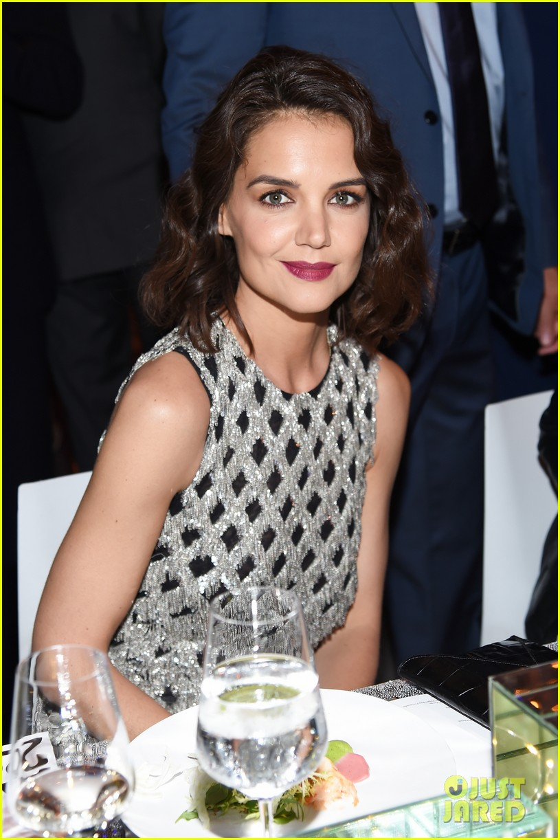 katie holmes shines at whitney event in nyc023904546