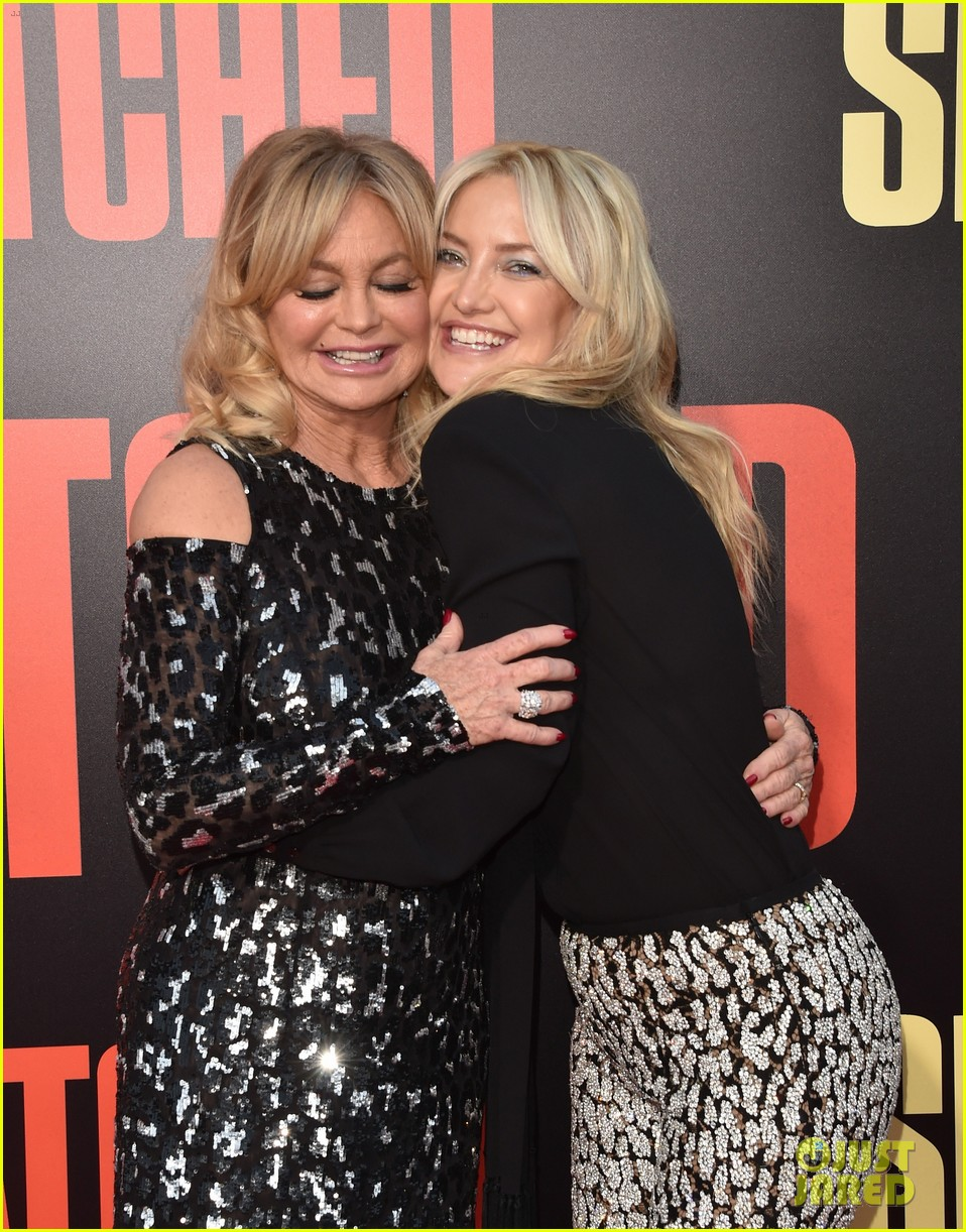 kate danny make their red carpet debut at snatched premiere023897460