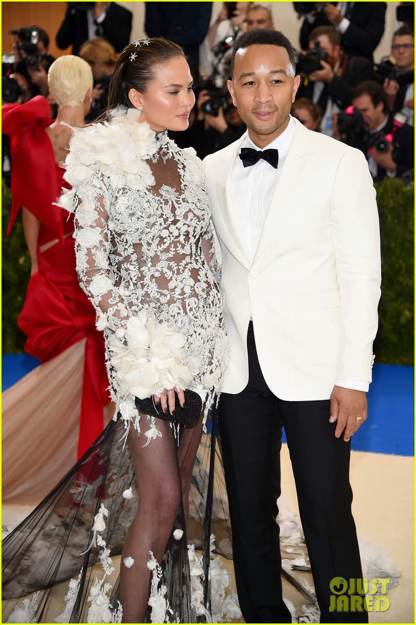 chrissy teign john legend accent each other perfectly at met gala 2017 023893199