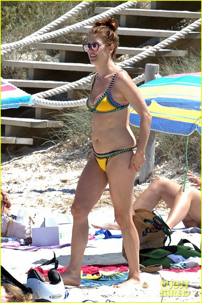 kate walsh rocks a bikini in spain 01