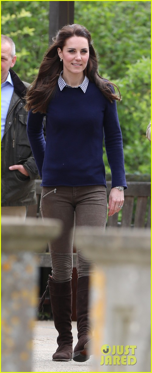 kate middleton feed baby lambs farms for children visit 053894785