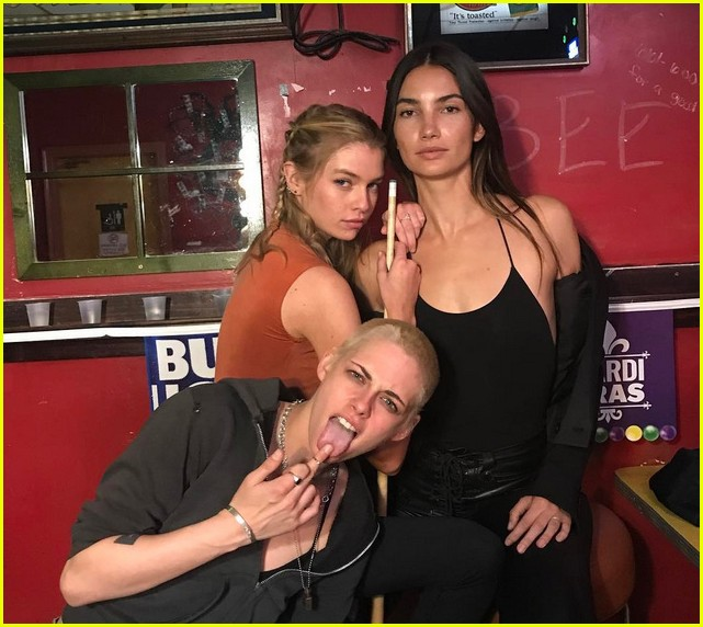 kristen stewart girlfriend stella maxwell hang with lily aldridge 013896574