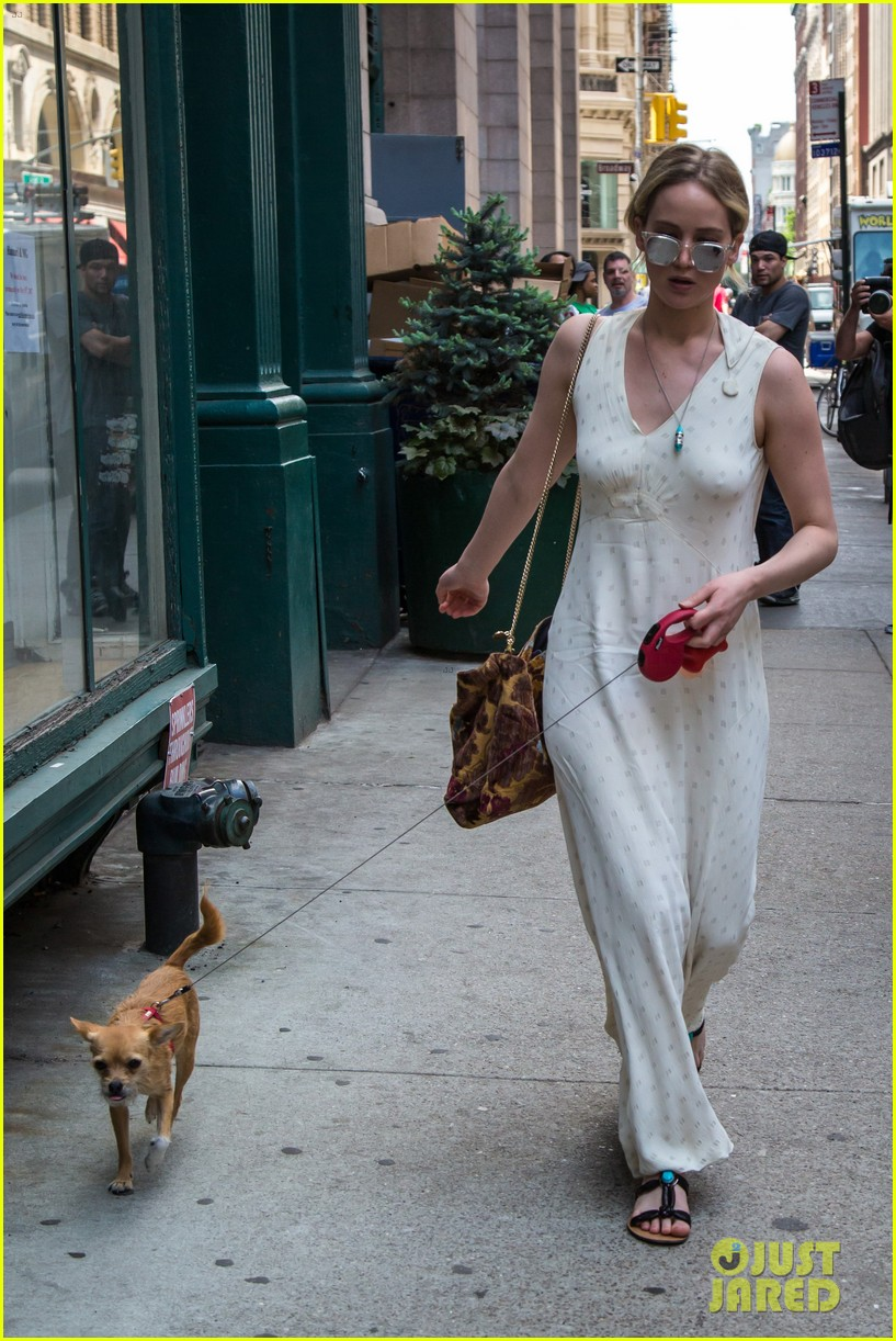 jennifer lawrence visits boyfriend darren aronofskys house with her dog 113901648