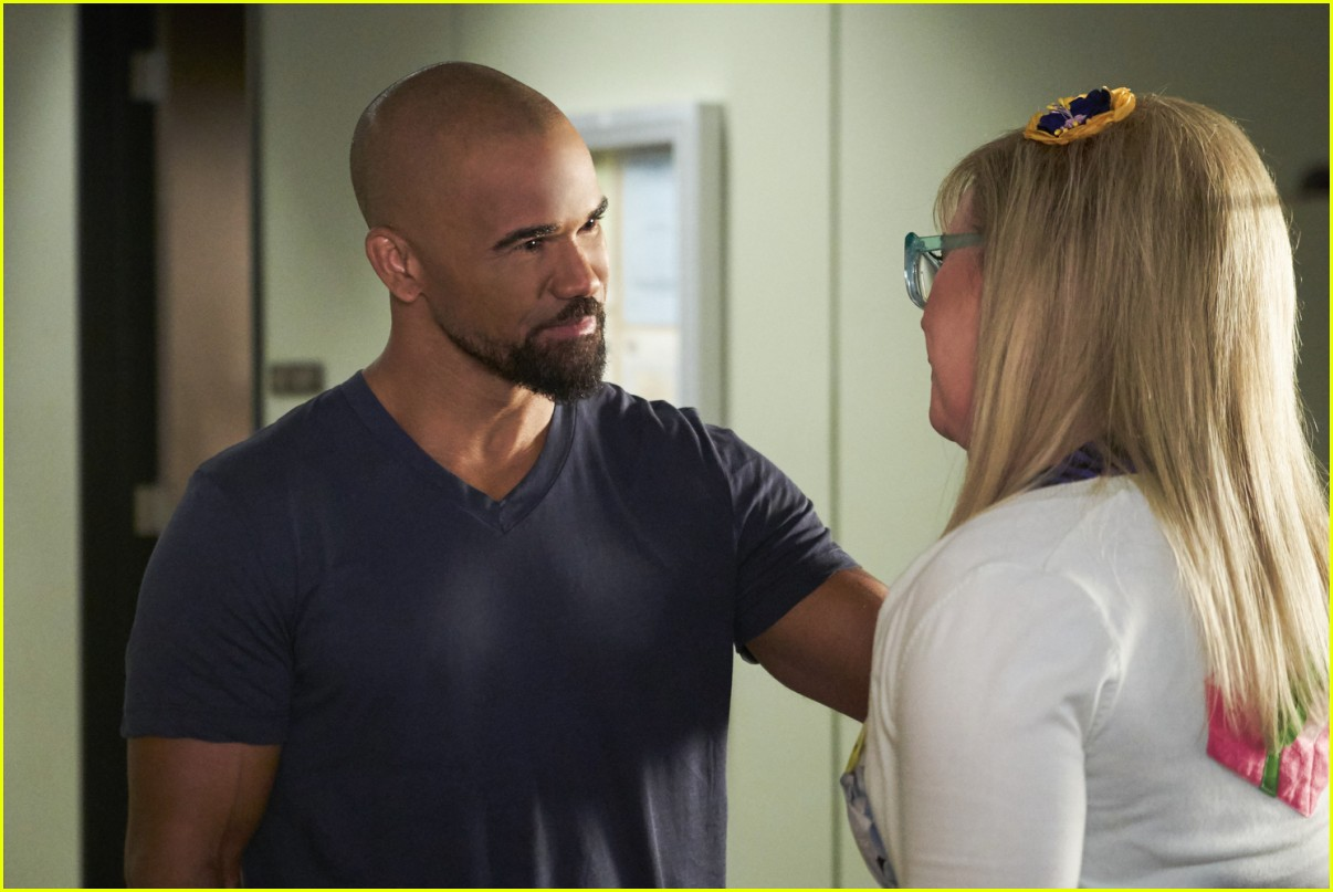 Shemar moore on 39 criminal minds 39 finale producers for Shemar moore back tattoo