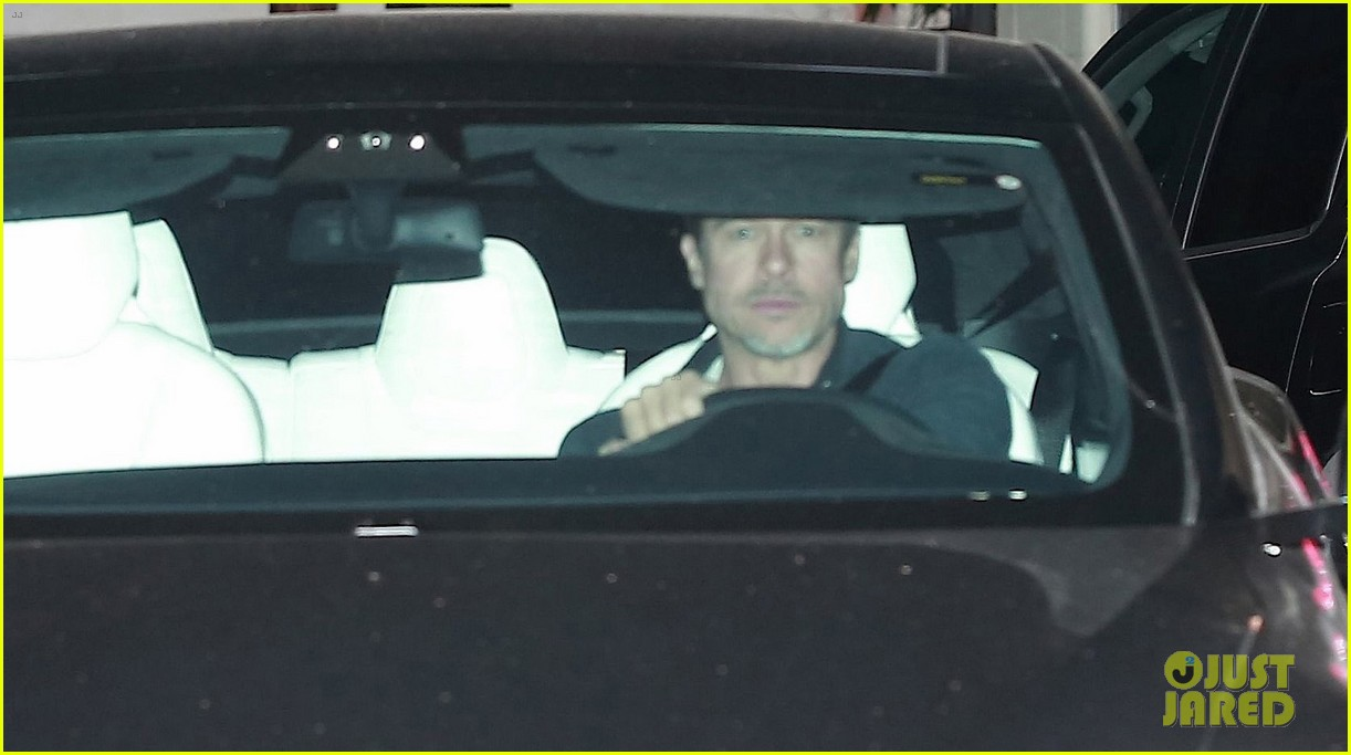 brad pitt leaves art studio 033897553