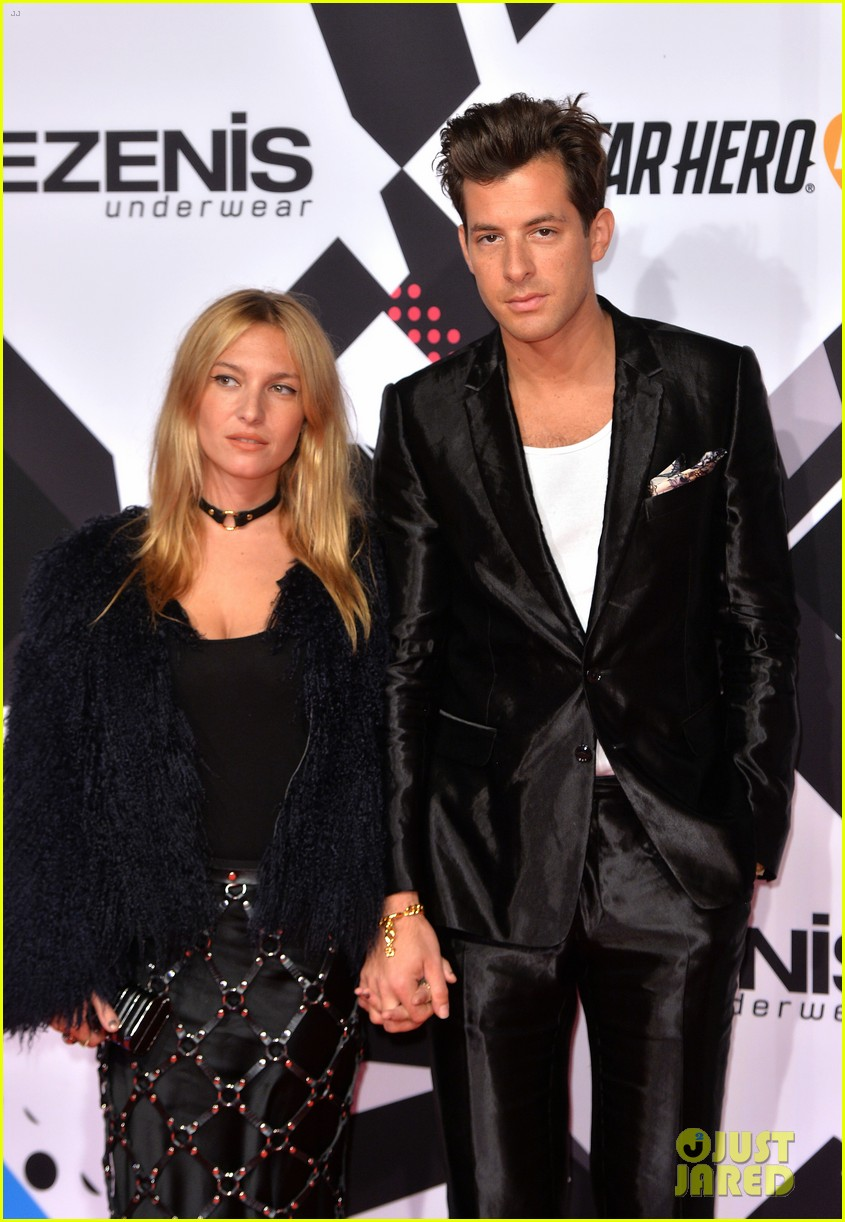 mark ronson wife josephine de la baume files for divorce023899986