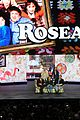 roseanne cast reunites at abc unfronts 04