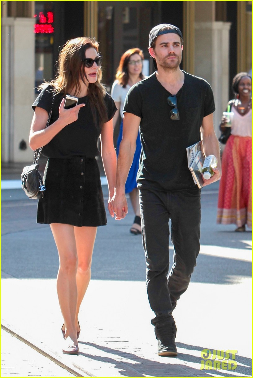 paul wesley phoebe tonkin hold hands confirm theyre back together 043894376
