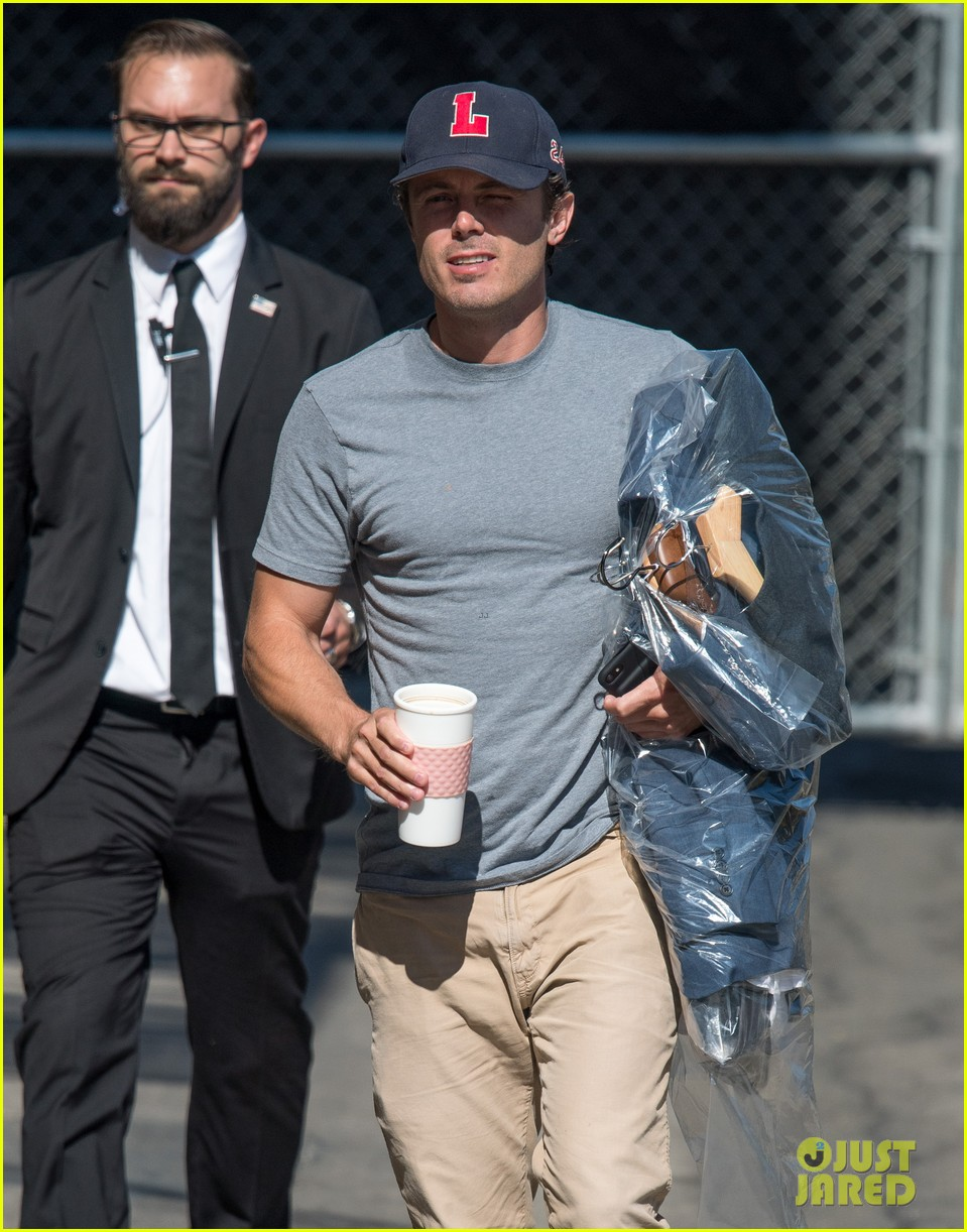 casey affleck feels guilty about forgetting his kids in oscars speech 023917619