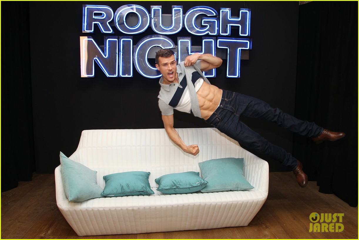 rough night ryan cooper flashes abs at nyc photo call 013912151