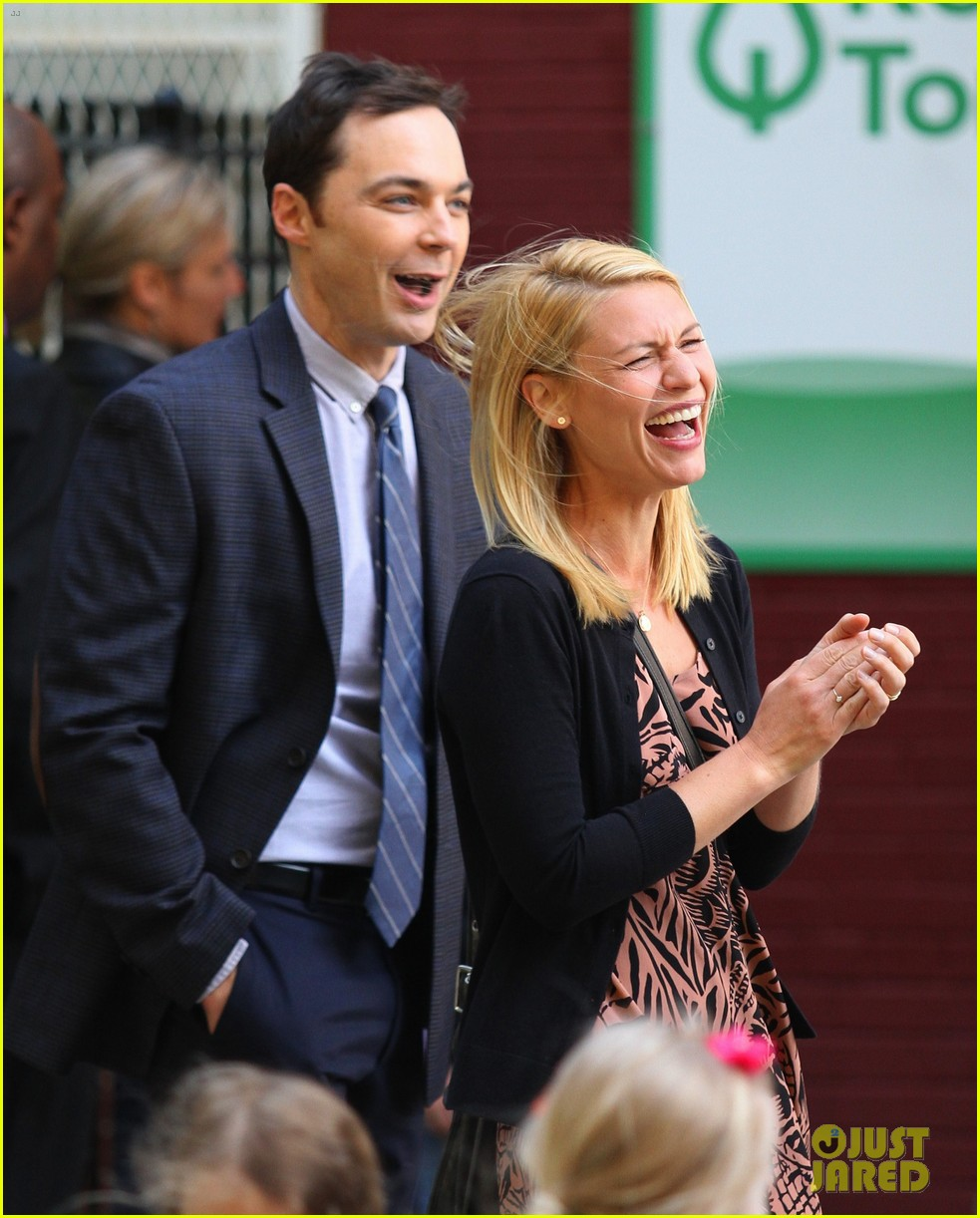 claire danes and jim parsons share lots of laughs on a kid like jake set 023921660