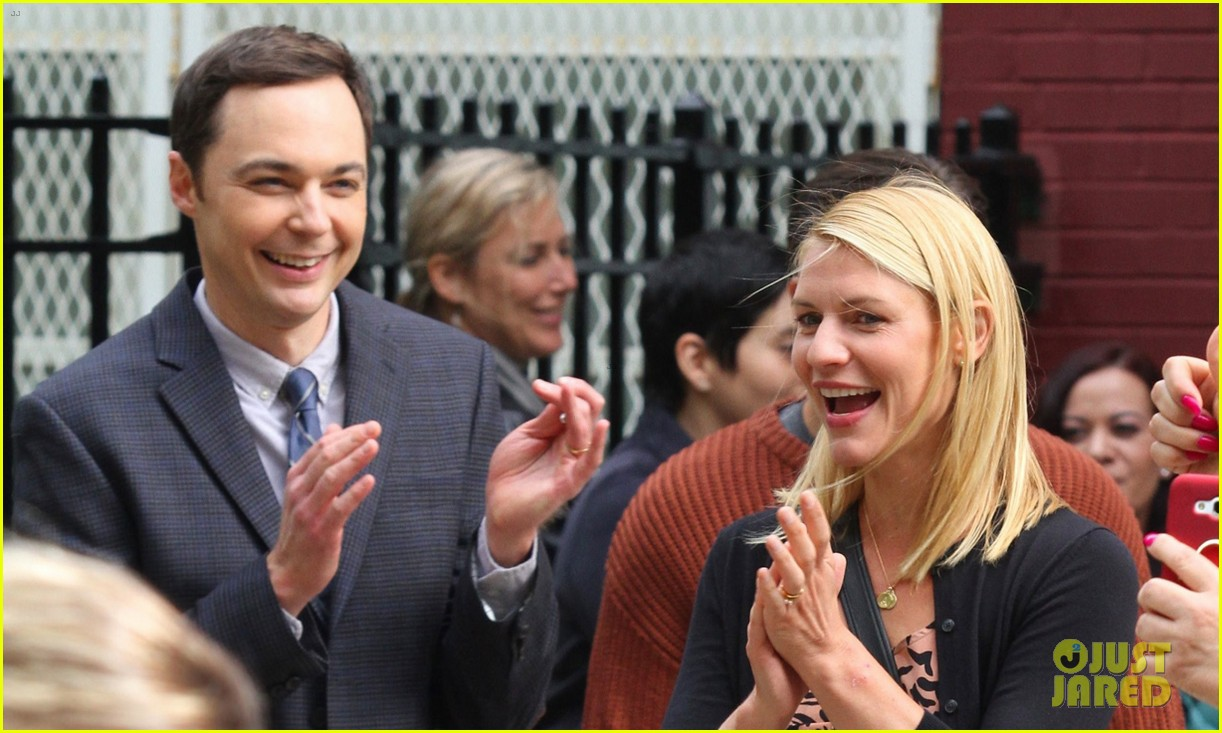 claire danes and jim parsons share lots of laughs on a kid like jake set 053921663