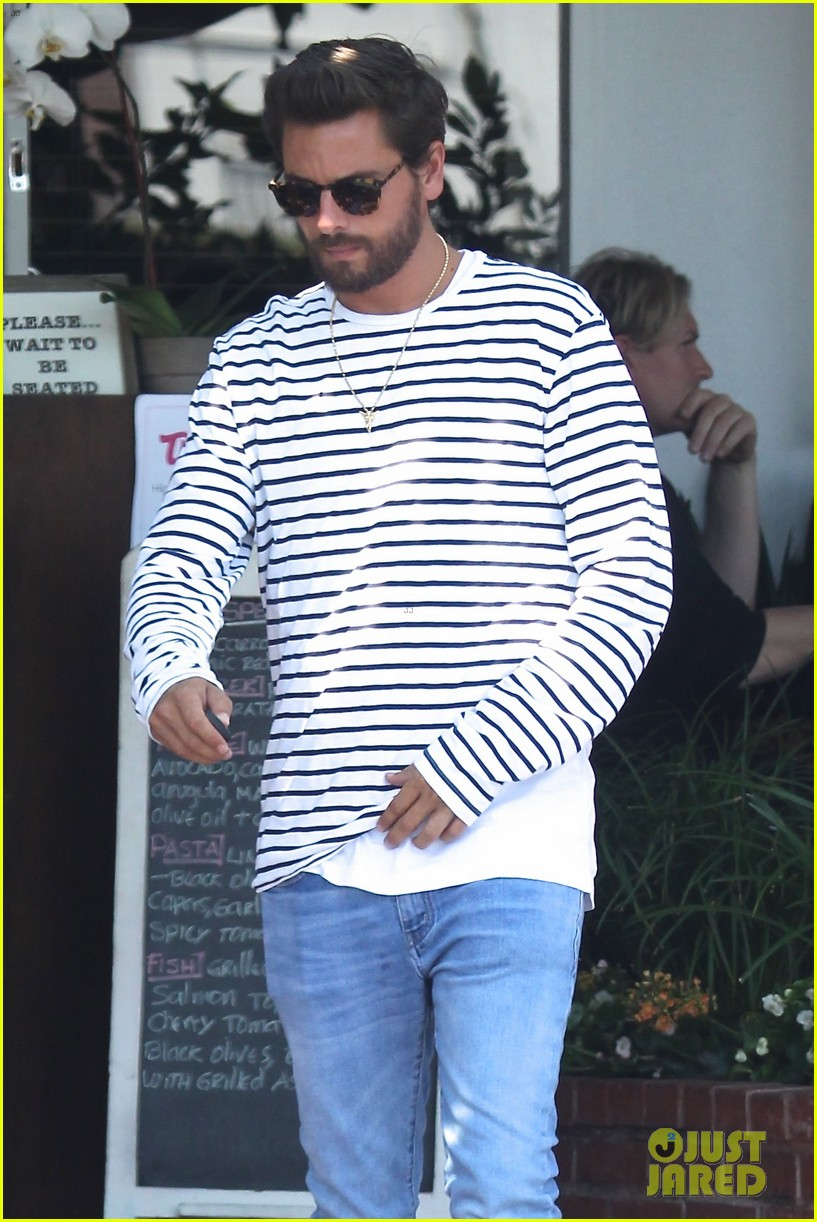scott disick grabs lunch with hailey baldwin in la013918427