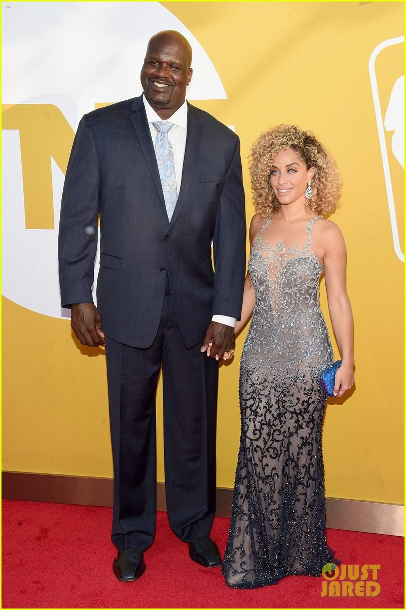 drake brings basketball reporter as his date to nba awards 2017013920397