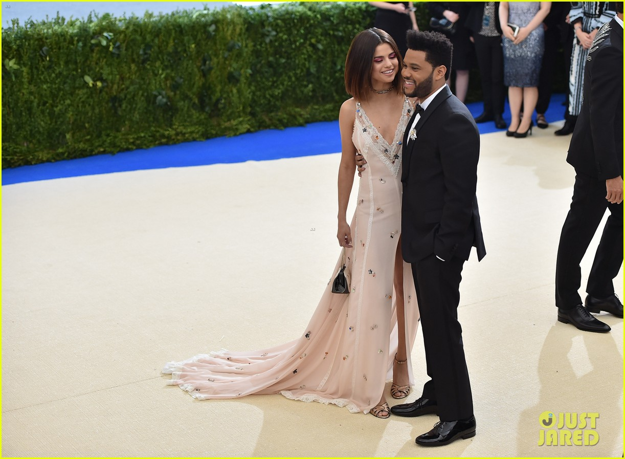 selena gomez explains why shes not hiding her romance with the weeknd 033912931