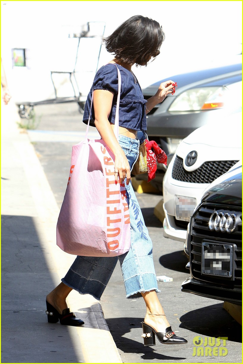 vanessa hudgens flaunts her toned tummy during la shopping trip 023914965
