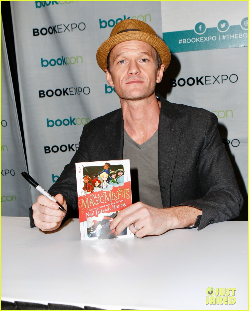 isla fisher neil patrick harris promote projects at bookexpo 053908627