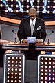 kelly clarkson amy schumers face off on celebrity family feud 05