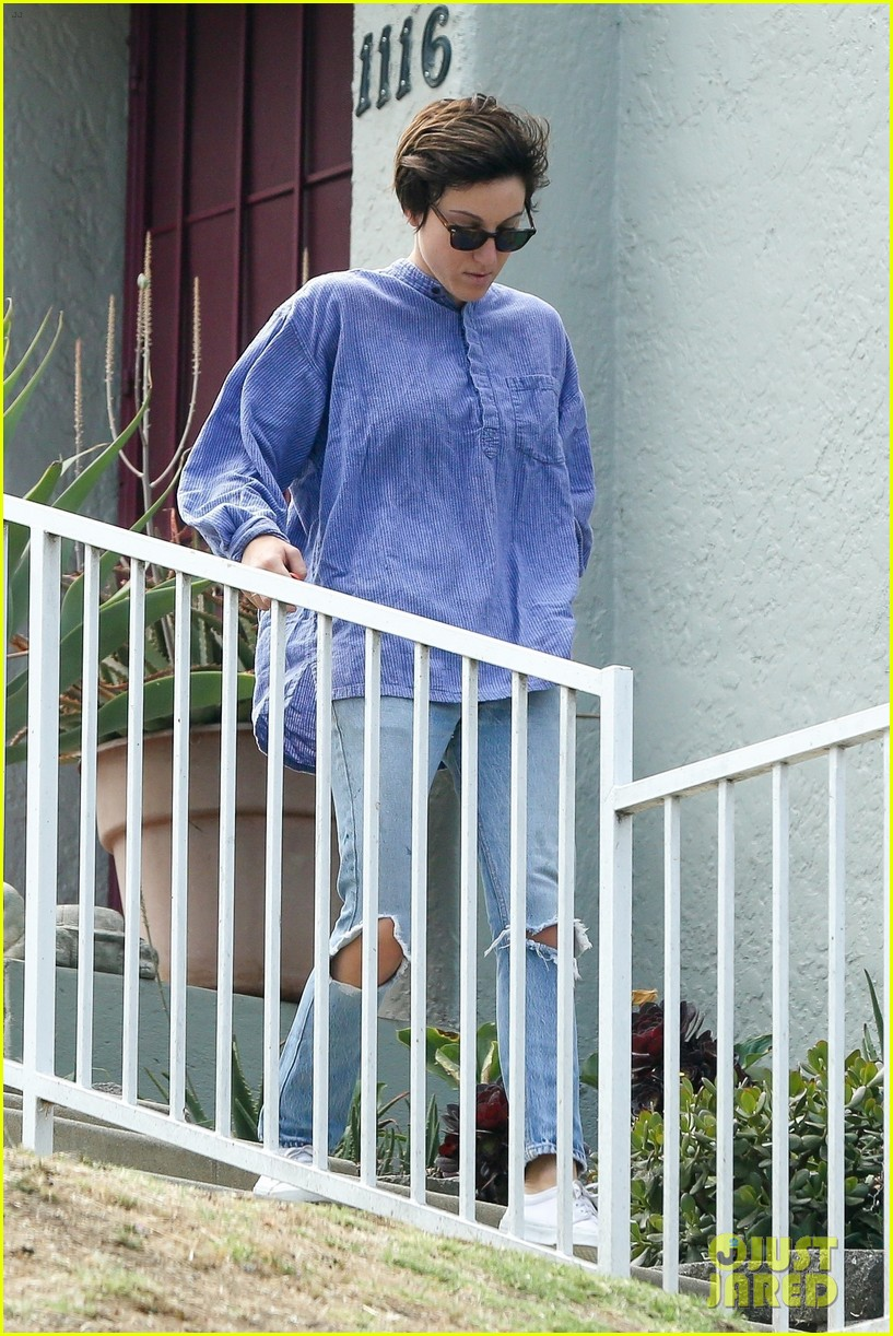 kristen stewart hangs with alicia cargile 023910028