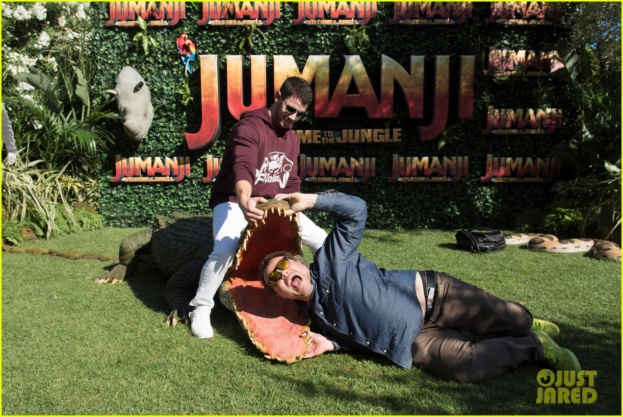 jack black nick jonas face off during jumanji promo 023916128