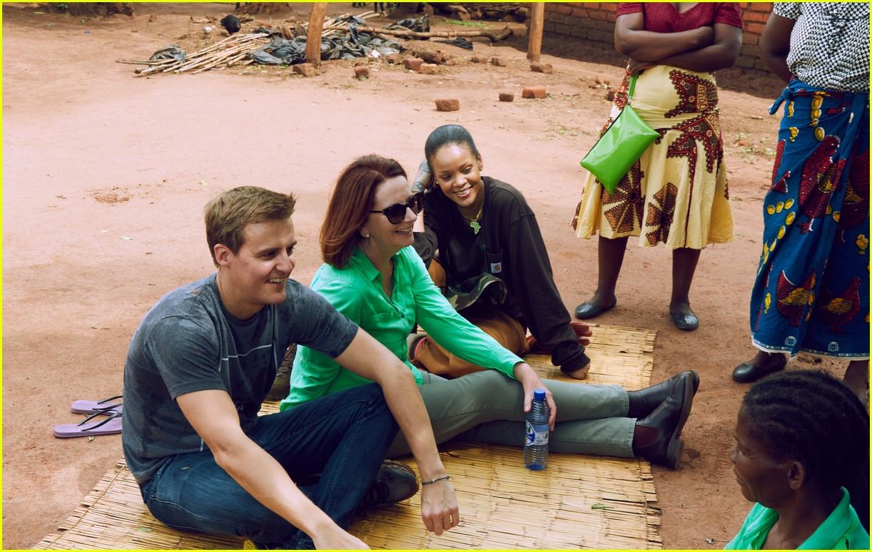 rihanna visits malawi 023910462