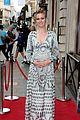 pregnant julia stiles cradles baby bump at tv premiere 15