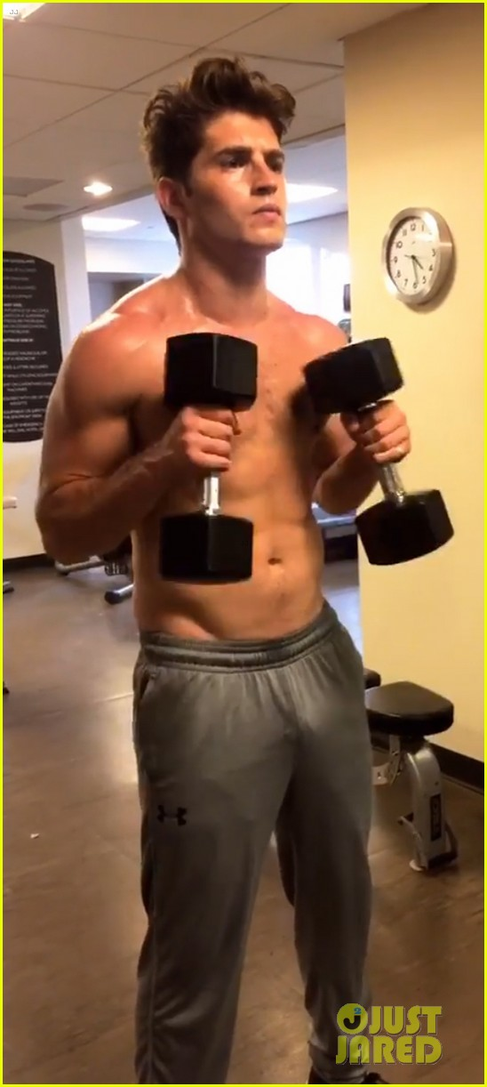 gregg0sulkin flaunts toned abs during shirtless workout023915879