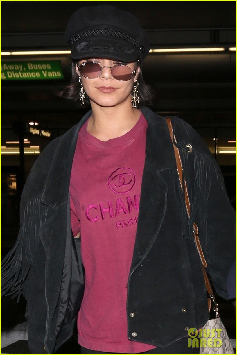 vanessa hudgens austin butler return home from hamptons trip 023920781