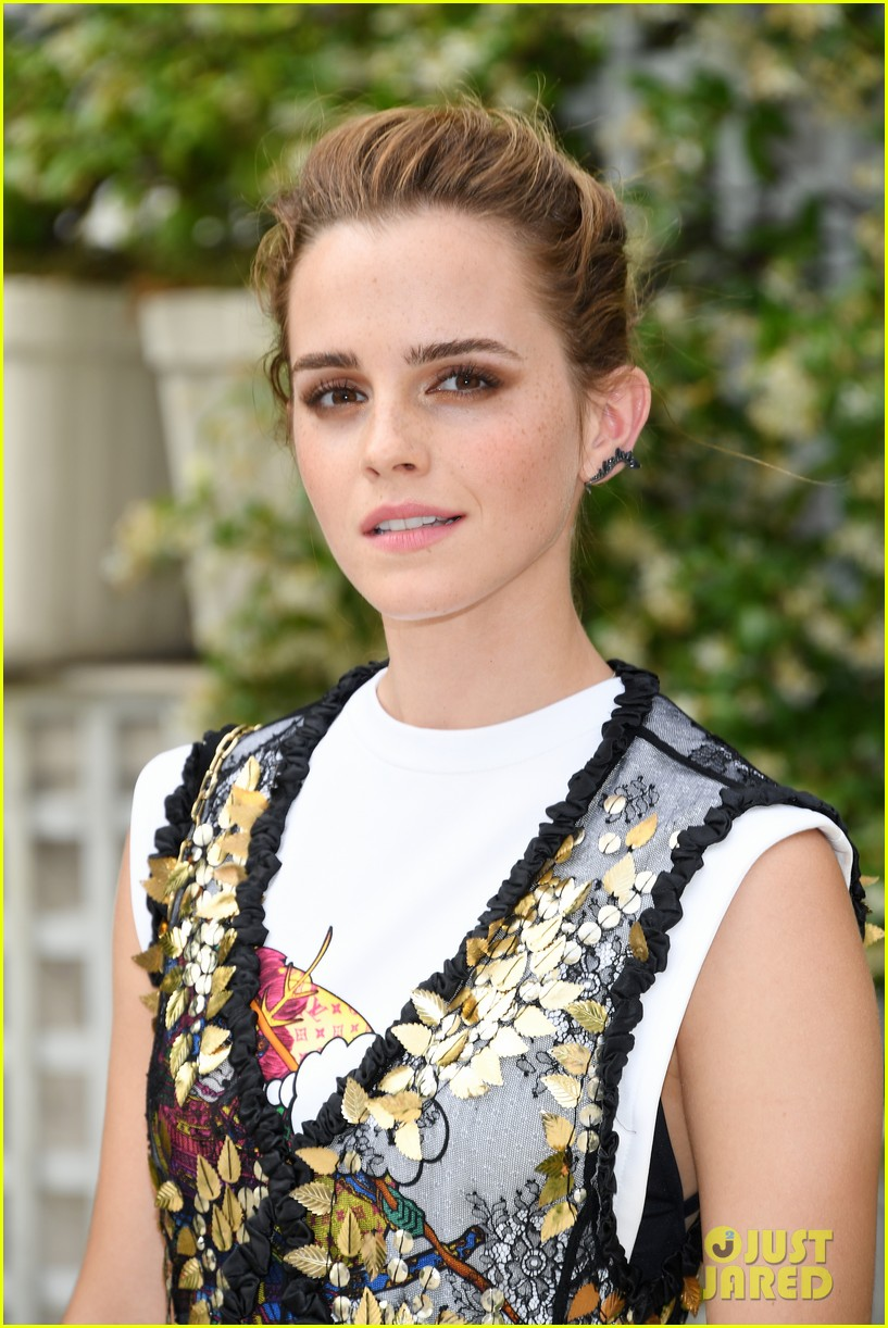 emma watson circle photo call paris 063918177