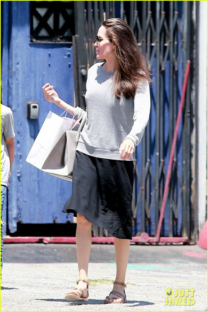angelina jolie goes toy shopping with knox 033925014