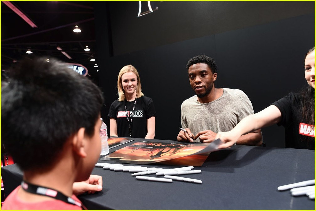 black panthers chadwick boseman meets fans at d23 expo 073928406