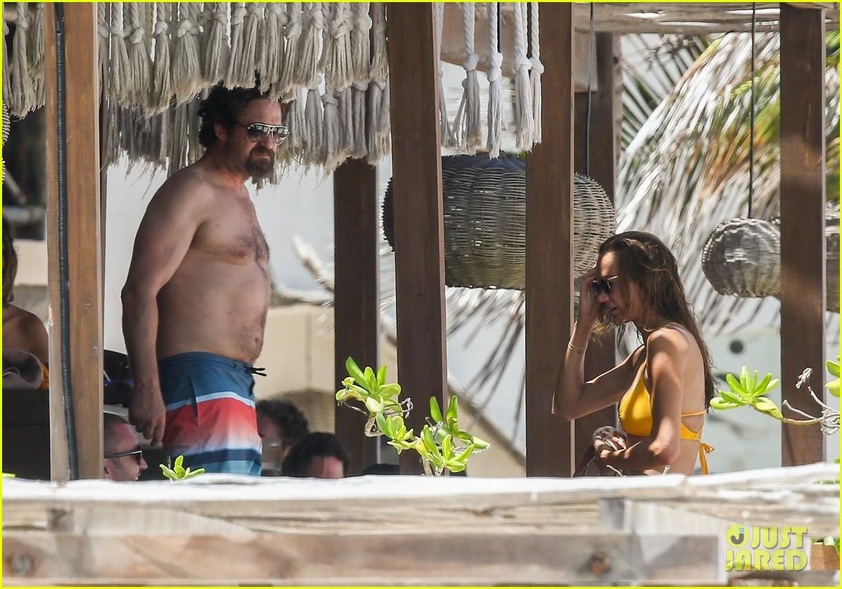 gerard butler on again gf hit the beach in mexico073922443