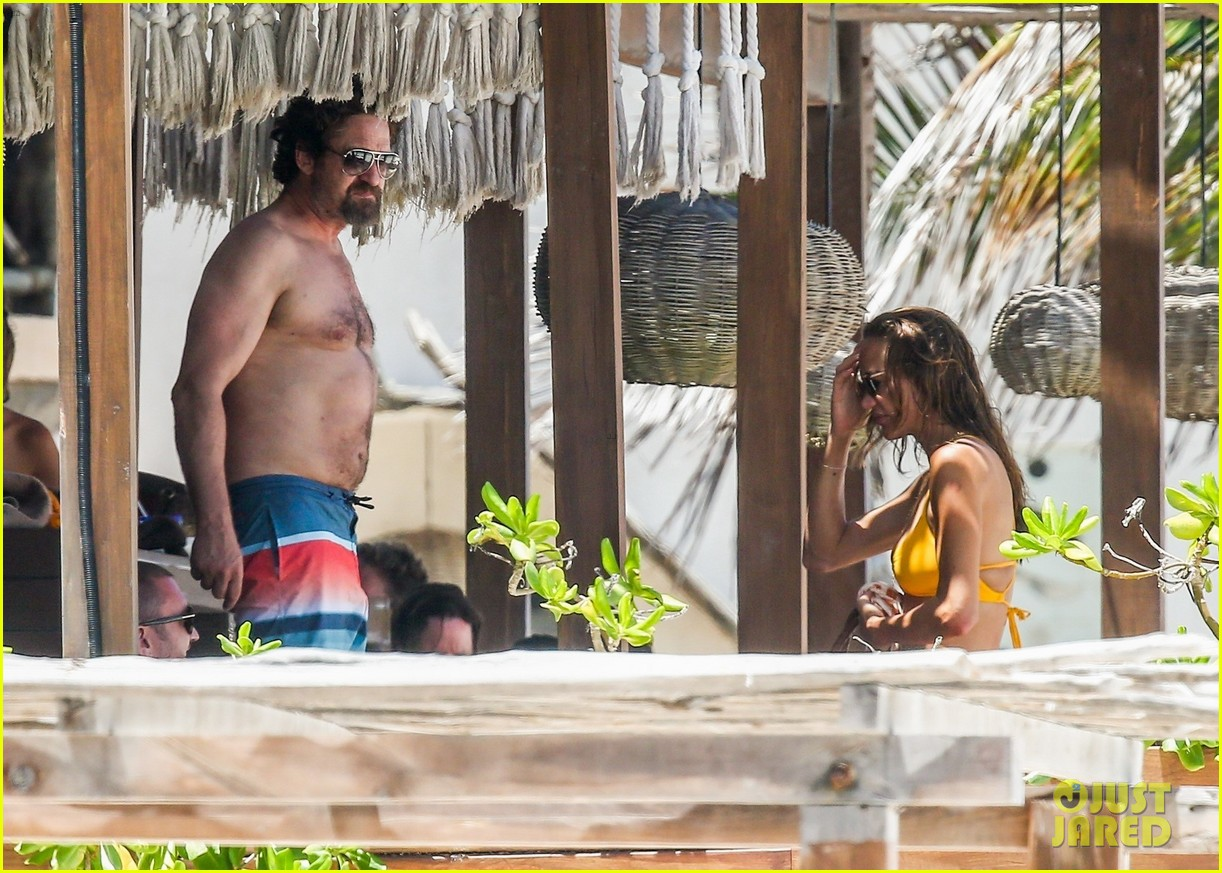gerard butler on again gf hit the beach in mexico243922460